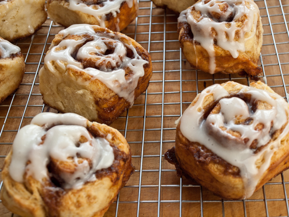 These are the perfect cinnamon buns: light and tender on the inside ...