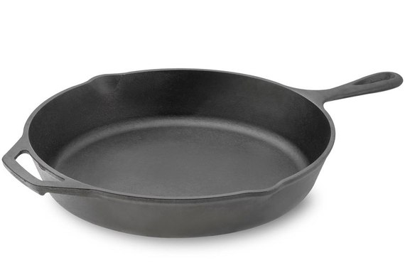 2015-03-30-1427727660-7827949-item2.rendition.slideshowHorizontal.cookwareguide02lodgecastironskillet.jpg