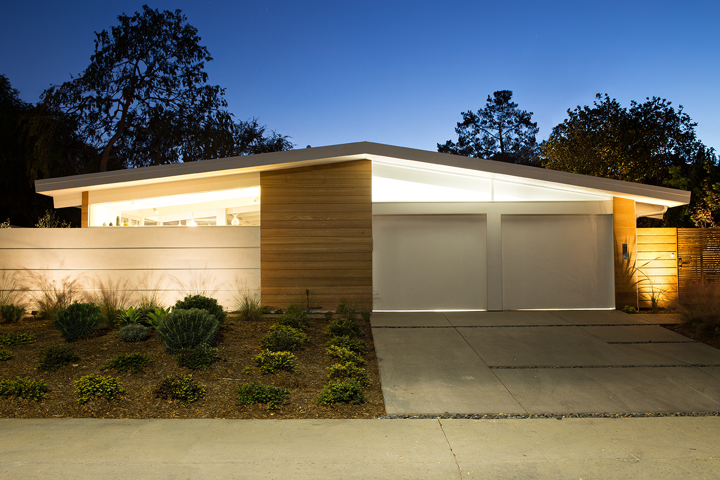 Renovating a wave of midcentury moderns huffpost for Eichler designs