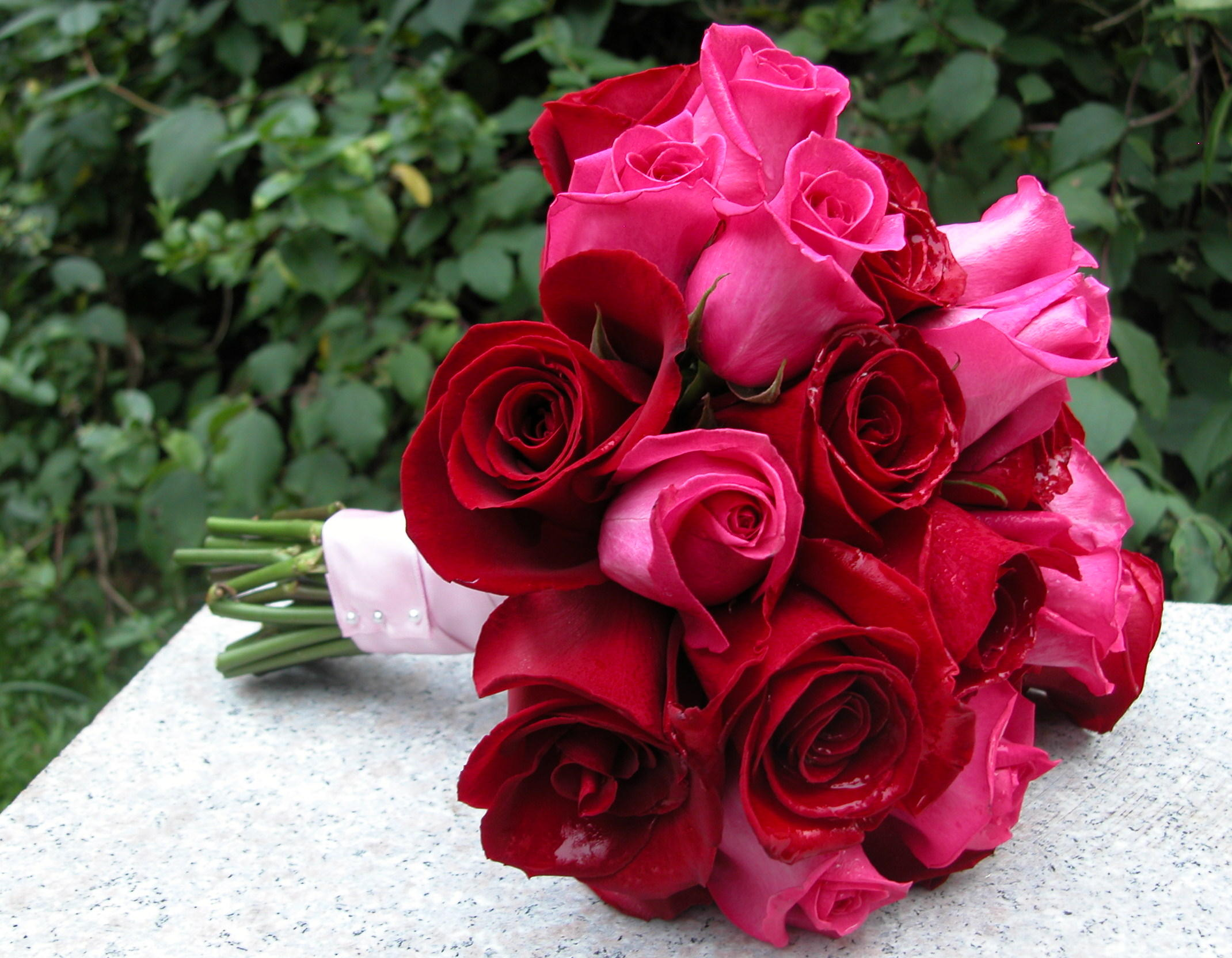 A basic rose diy wedding bouquet huffpost life 2015 04 04 1428163085 4447101 handtiedg izmirmasajfo