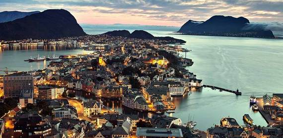 2015-04-08-1428500132-5778970-alesund_norway.jpg