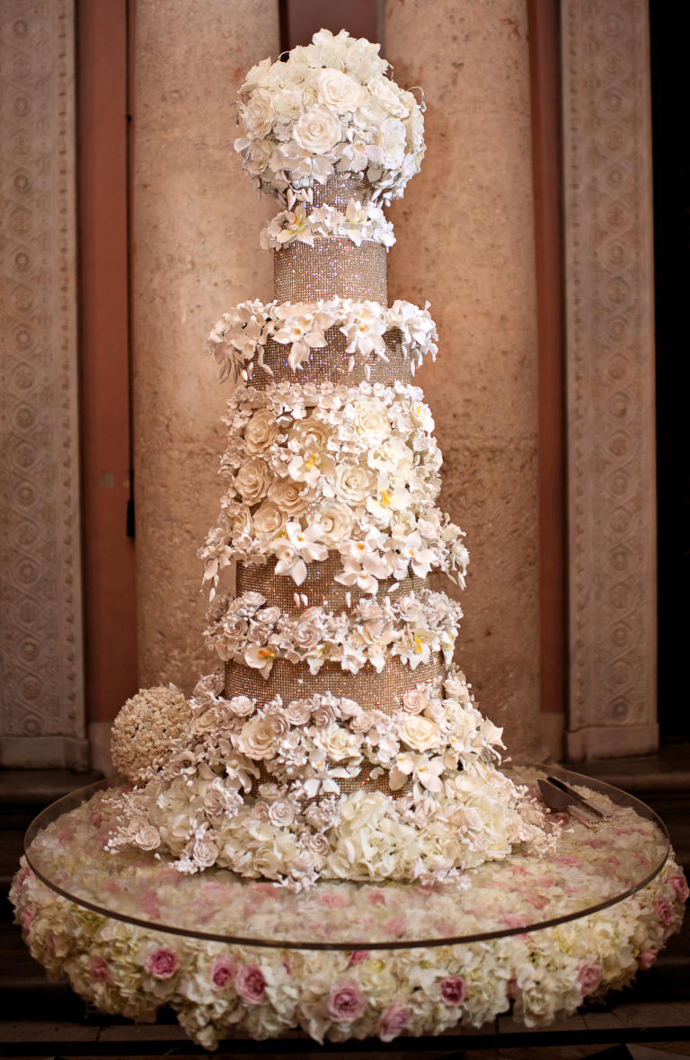 Big Wedding Cake Images : 10 Wedding Cakes That Almost Look Too Pretty To Eat HuffPost
