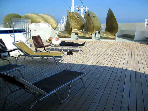 2015-04-08-1428503185-1029886-CruiseShip_2.jpeg