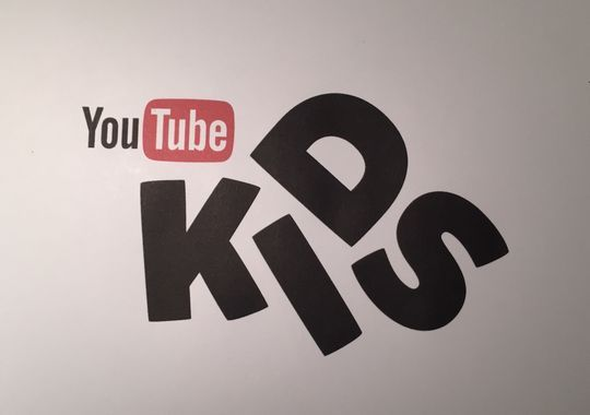2015-04-08-1428509596-1967698-youtubekids.jpeg