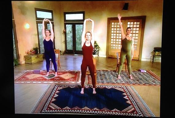 2015-04-08-1428517166-9398425-pregnancy_video_yoga_2.jpg