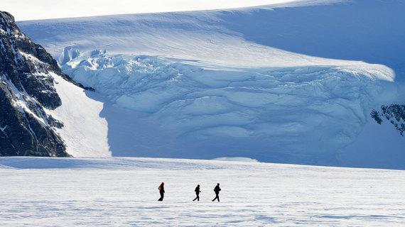 2015-04-09-1428566467-8587416-AntarcticIceMarathon1.jpg