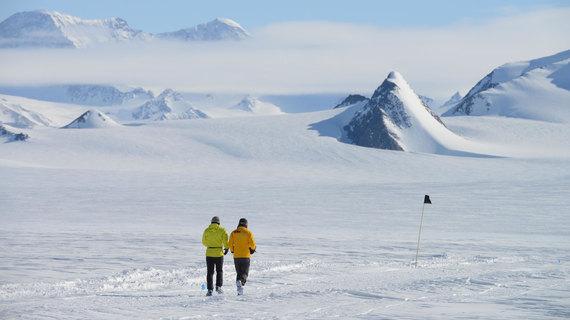 2015-04-09-1428567866-2780879-AntarcticIceMarathon6.jpg