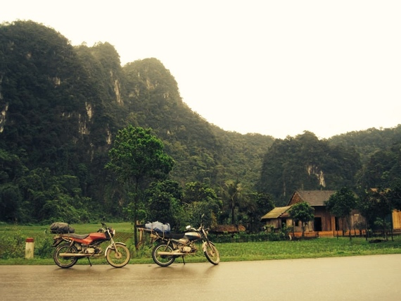 2015-04-09-1428617433-9917157-VietnamMotorbikes.jpg