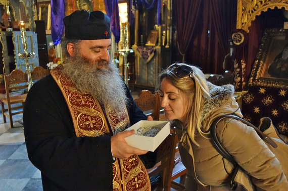 2015-04-14-1429052306-1823994-priestfatherdionysisaromapassionresurrection.jpg