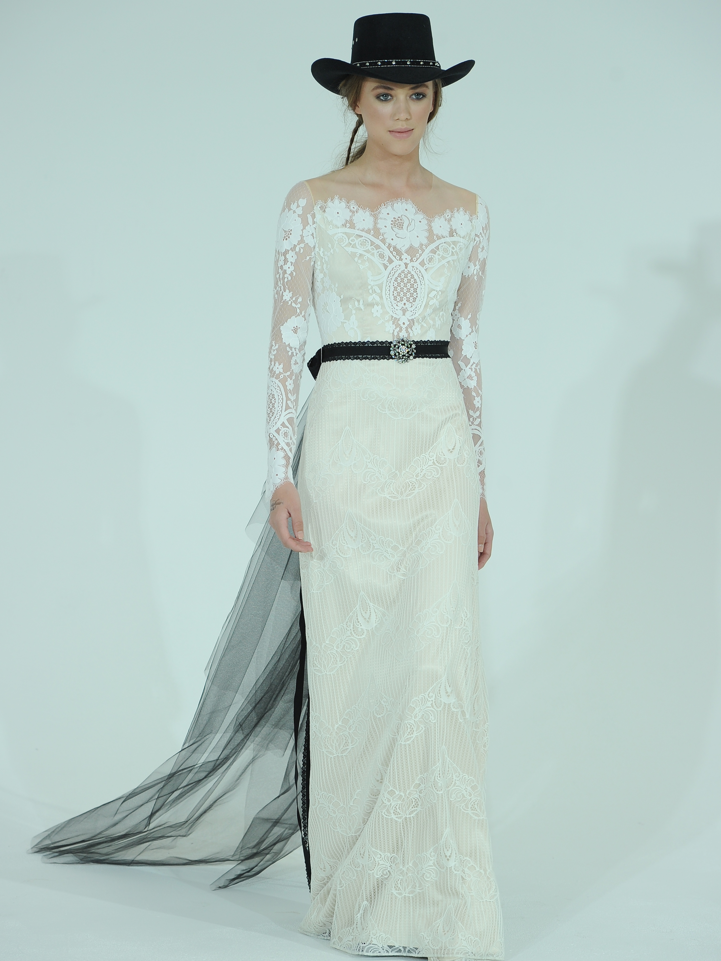 Claire Pettibone s Spring Wedding Dresses Take Us Back to