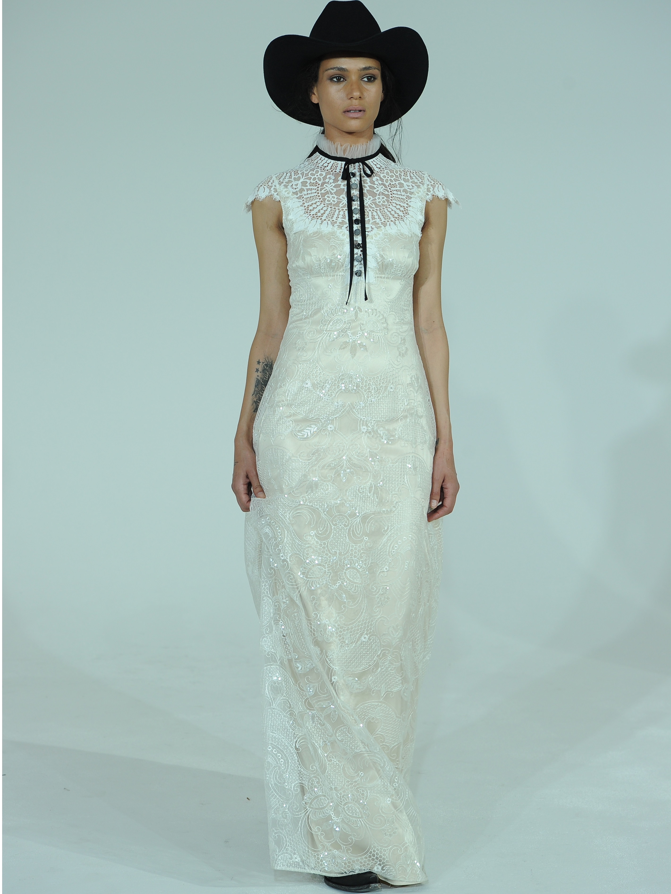 Claire Pettibone S Spring Wedding Dresses Take Us Back To The Wild West Huffpost