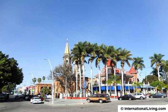 2015-04-18-1429373654-2681898-ChapalaMexico.jpg