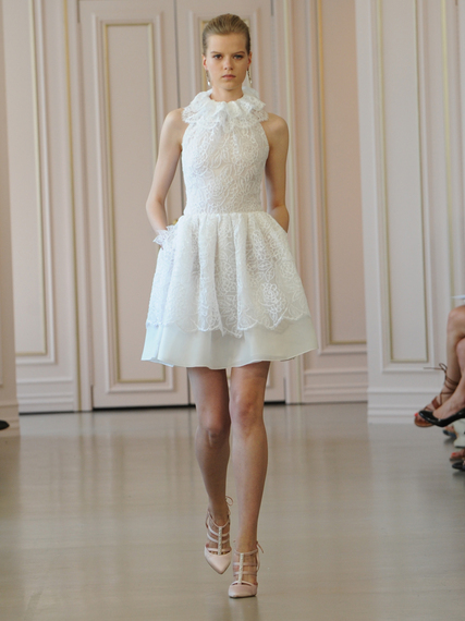 2015-04-19-1429468889-5080457-oscardelarentaweddingdresses19.jpg