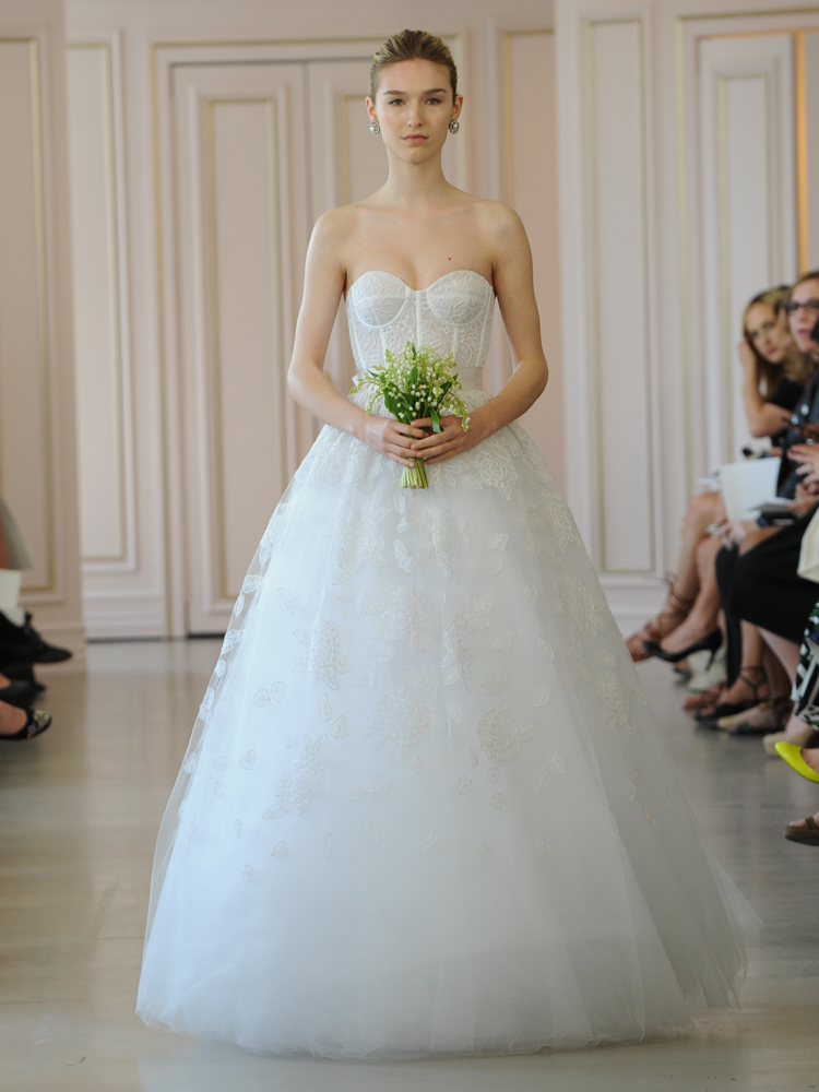 Oscar de la renta39s spring 2016 collection is a tribute to for Rent a wedding dress