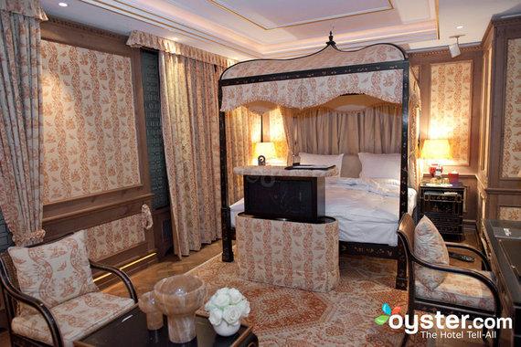 2015-04-20-1429566263-4615042-hoteladlon.jpg
