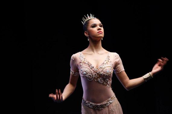 2015-04-20-1429566703-9953414-BallerinasTale_Press_1.jpg