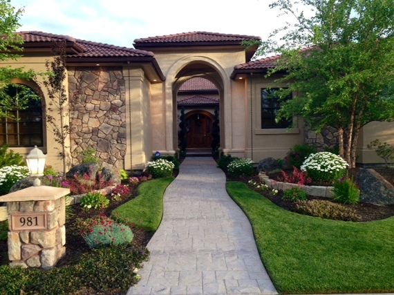 2015-04-21-1429630986-1208302-Housefront3.jpg