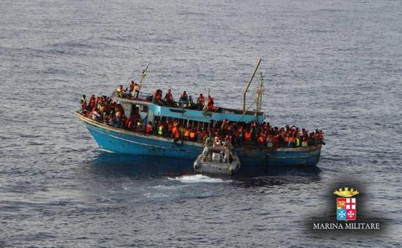 2015-04-22-1429736683-1192118-italiannavymigrants.jpg
