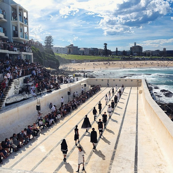 Mercedes benz fashion week australia resort 2016 huffpost for Pool show sydney