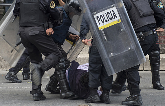 2015-04-23-1429826068-6141514-policebrutality.jpg
