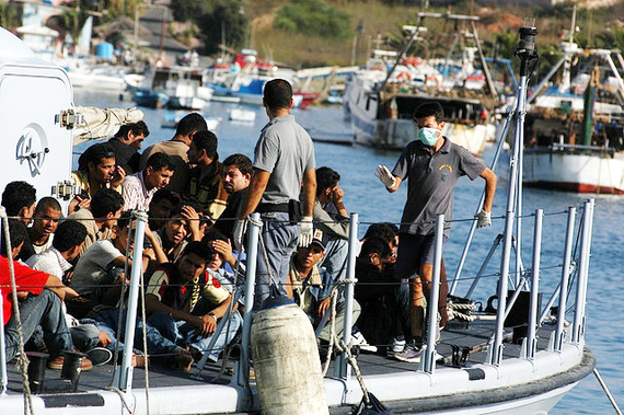 2015-04-24-1429841214-6837212-Lampedusa_noborder_20072.jpg