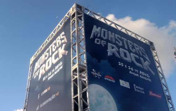 2015-04-26-1430055959-9659075-monstersofrock20155.jpg