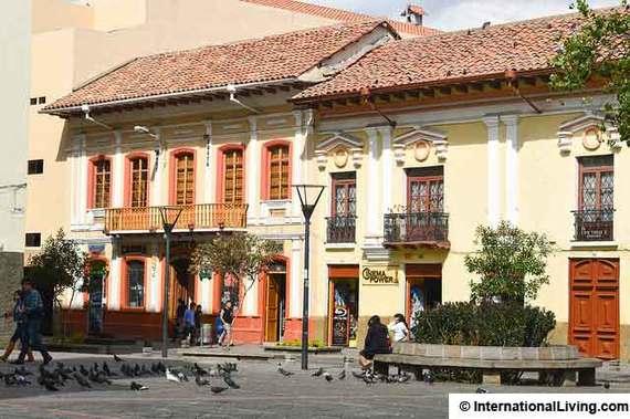 2015-04-29-1430328837-9303559-Ecuadortown.jpg