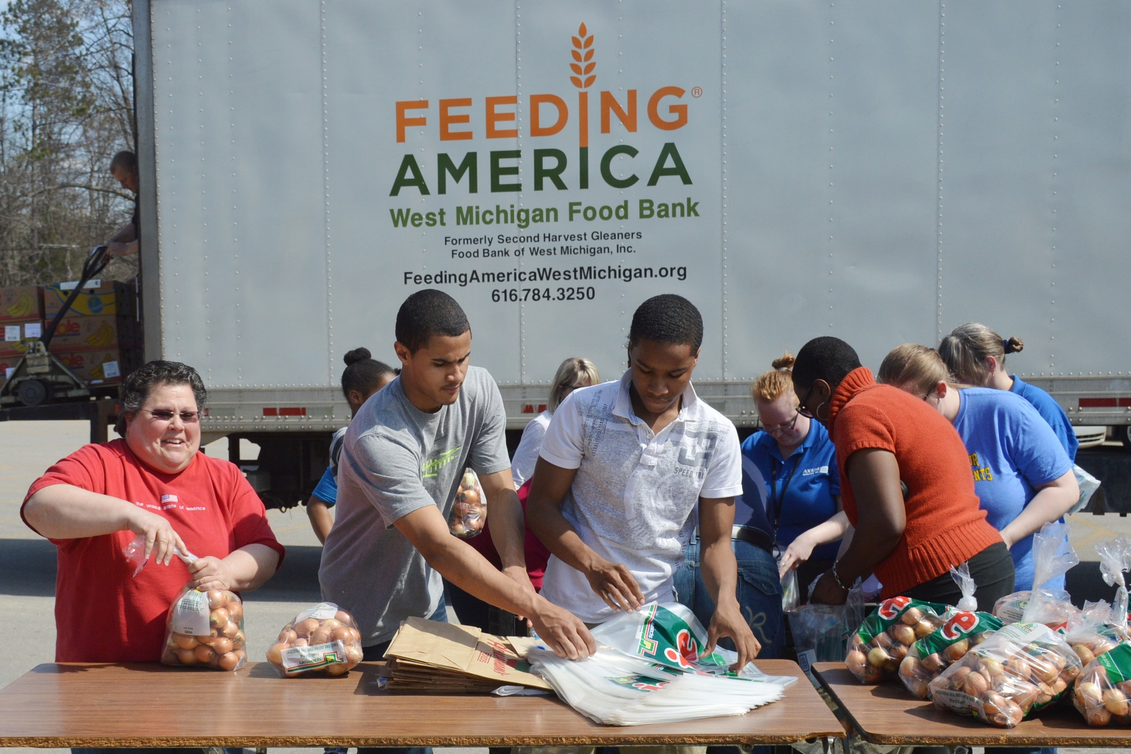 feeding america Feeding america 605k likes our mission is to feed america's hungry through a nationwide network of member food banks and engage our country in the.