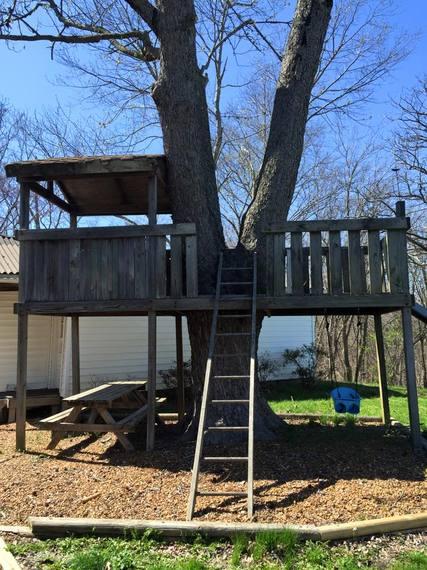 2015-05-01-1430452887-4293237-treehouse.jpg