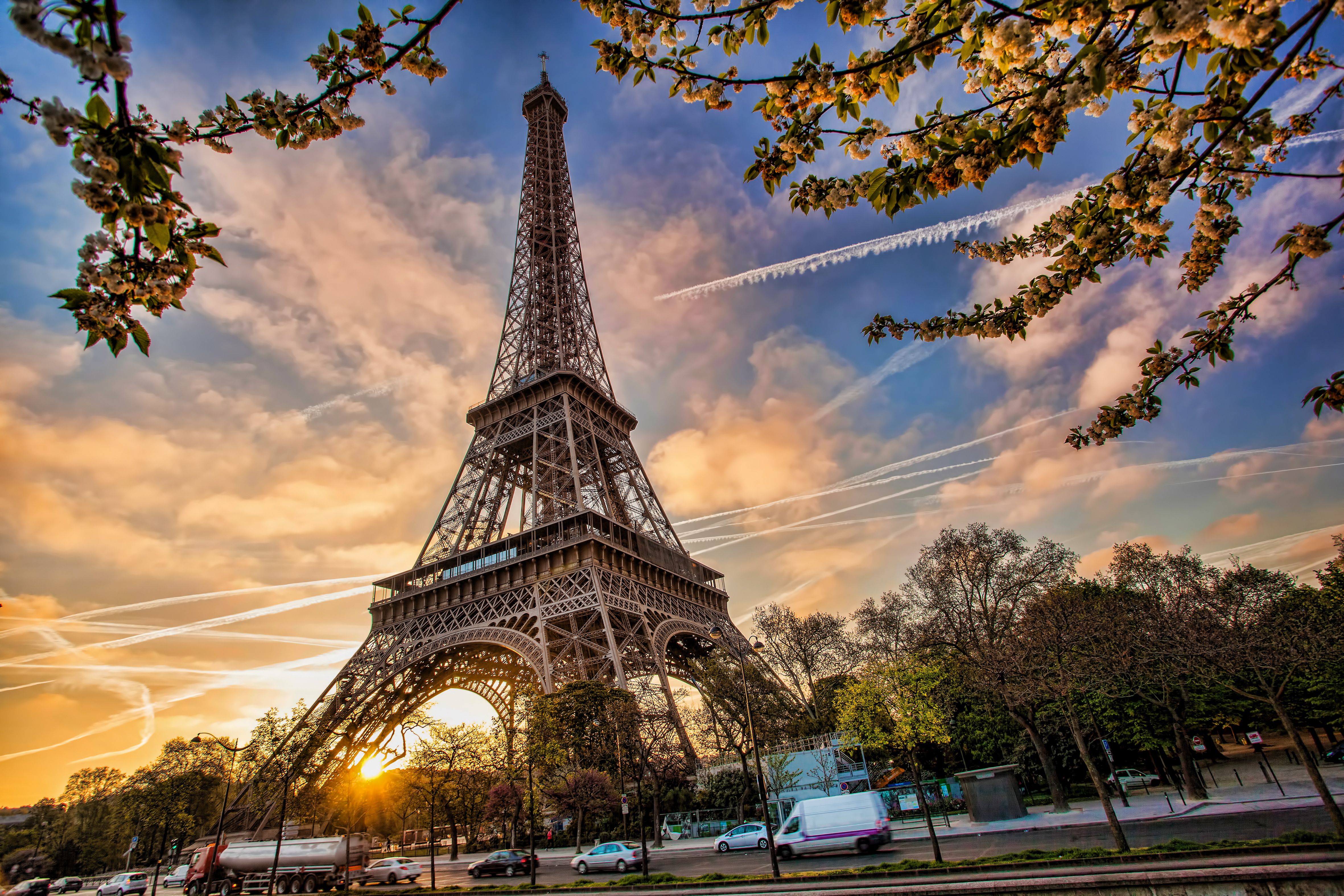 [Image: 2015-05-04-1430768628-9206011-Parisshutt...441724.jpg]