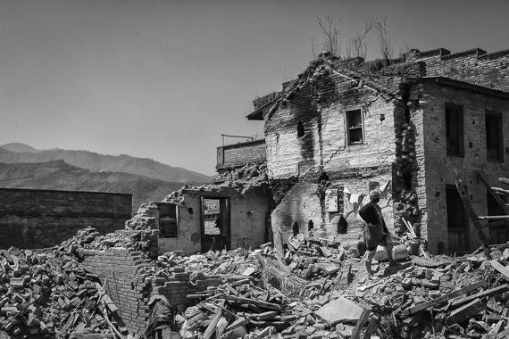 2015-05-05-1430817323-4938056-NepalQuakeNateClark201527.jpg