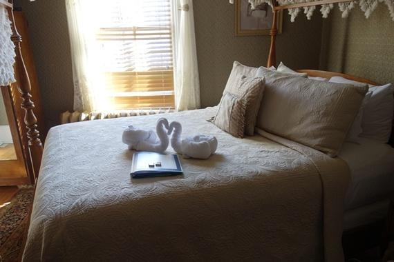 2015-05-05-1430841159-6973826-Bedroom2.jpg