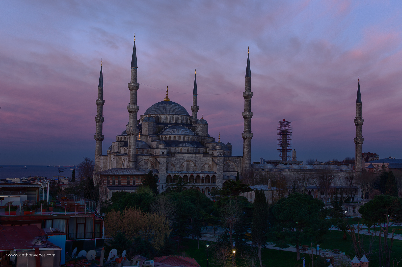 The Beauty and Serenity of Istanbul at Dawn: Photo Series