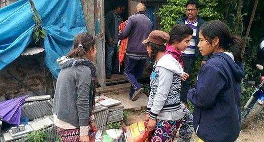 2015-05-12-1431444079-1621691-Nepalgirlscookfor3000.jpg