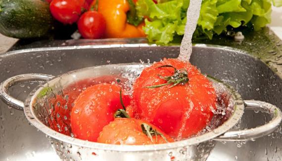 2015-05-14-1431617353-4373534-baking_soda_clean_produce.jpg