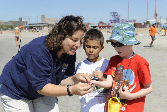 2015-05-15-1431717728-6856554-JulieLarsenMaher5124AquariumCamponBeachEducatorwithChildrenAQ072711.JPG