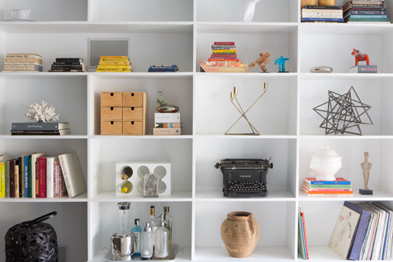Built-in shelving unit in midcentury modern interior by Decor Aid