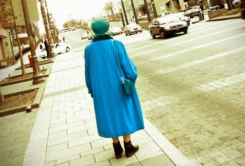 2015-05-20-1432126586-5940417-lostoldwoman.jpg