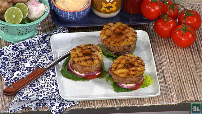2015-05-22-1432277094-4924438-chicken_burgers.jpg