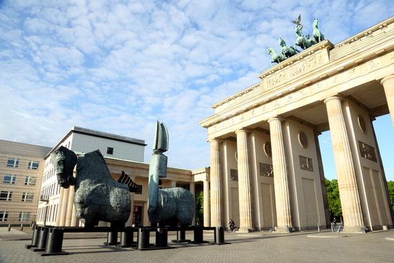 2015-05-22-1432294005-8245090-GustavoAcevessculptureprojectLapidariuminBerlinsPariserPlatzcourtesyStudioGustavoAceves3.JPG