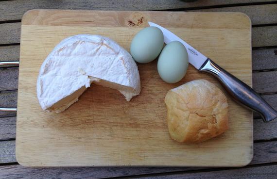 2015-05-25-1432542426-4650057-breadandcheese.jpg