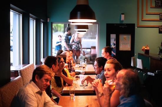 2015-05-26-1432637353-7438750-restaurant_cc0.jpg