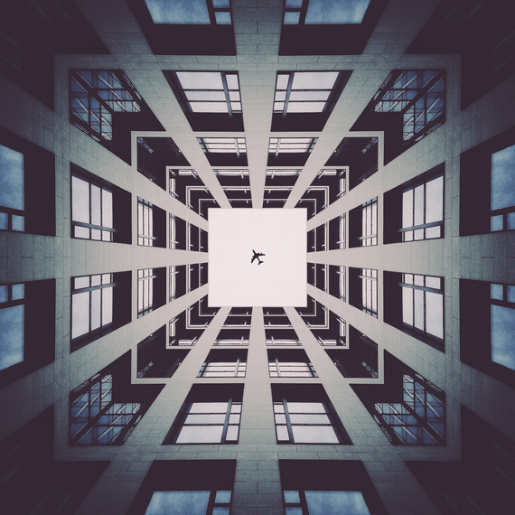 photographer creates stunning symmetric images with light