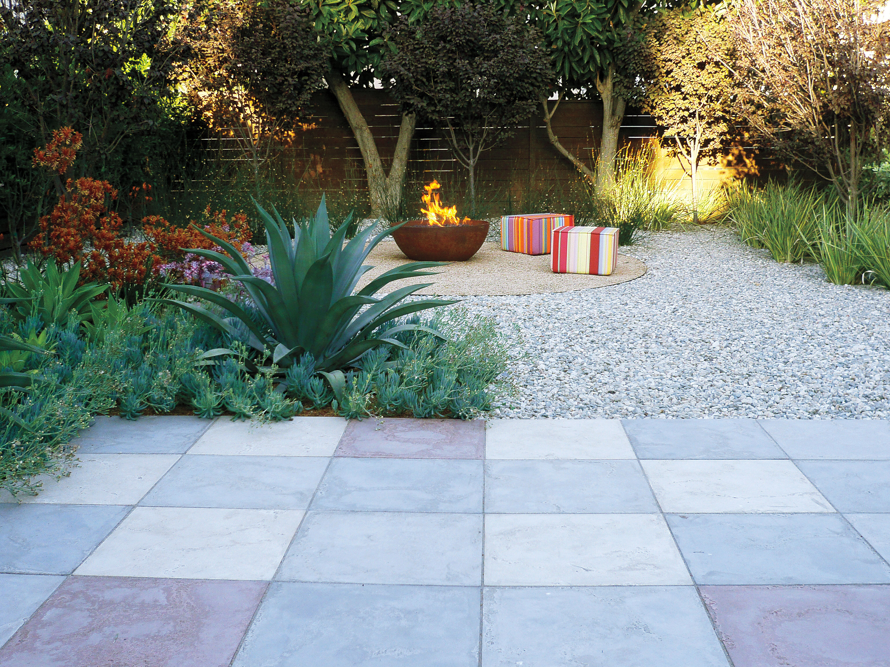 Why you should put permeable paving in your back yard for Exemple de deco jardin