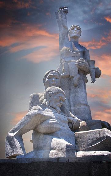 2015-05-29-1432913572-8017784-monumentcopy.jpg