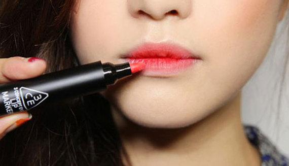 2015-06-04-1433437545-7602791-Lipstick.jpg