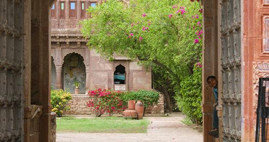 2015-06-08-1433753994-1492835-ChandelaoGarhhotelRajasthan.jpg