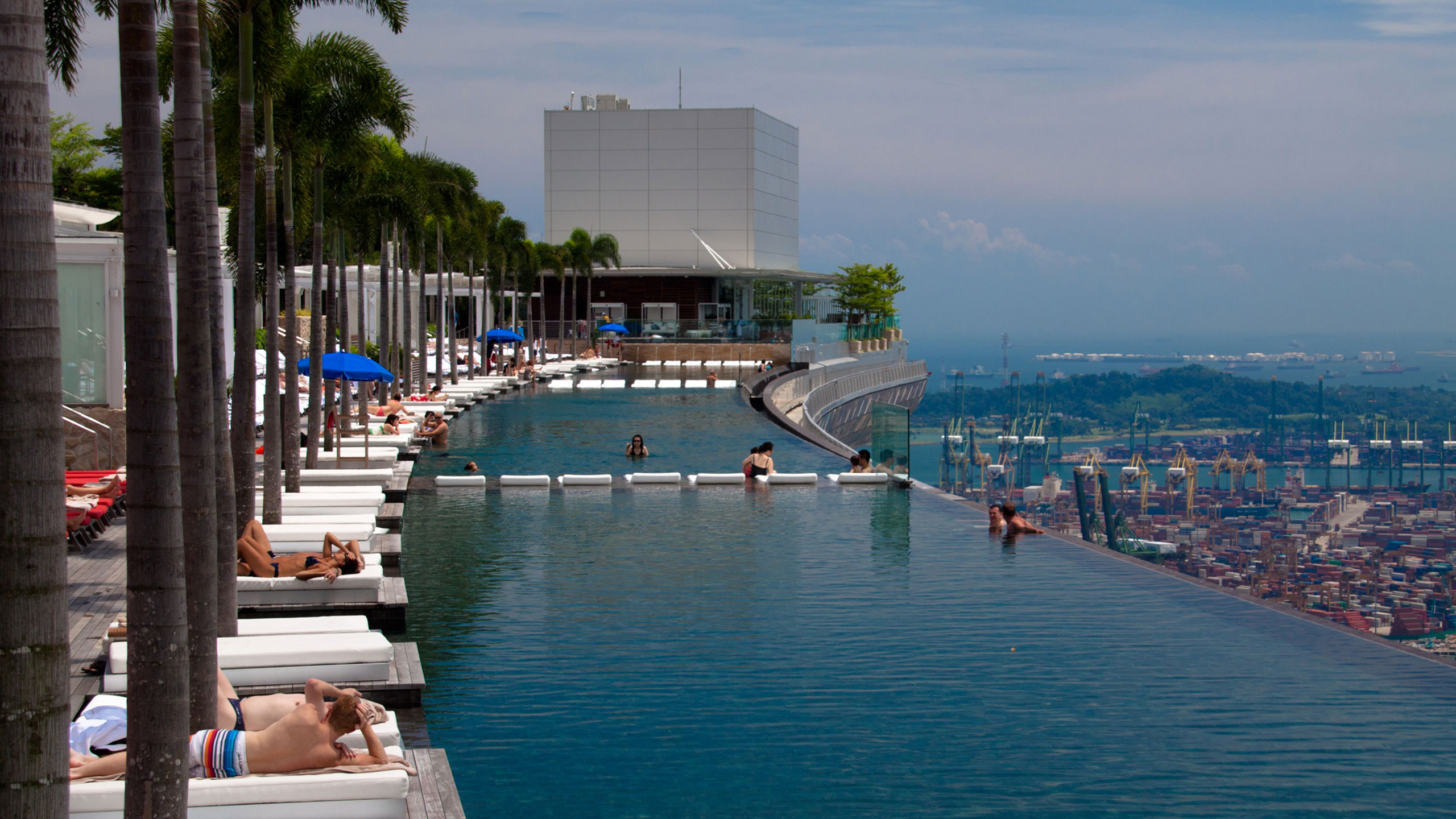 Places to stay if you don 39 t have vertigo huffpost - Marina bay sands resort singapore swimming pool ...