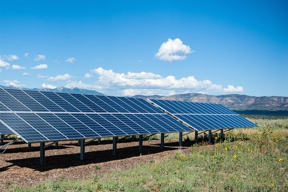 2015-06-09-1433878303-4577681-renewableenergyDR.jpg