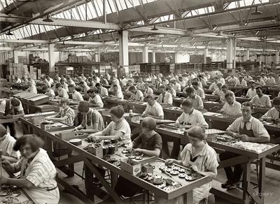 2015-06-10-1433937492-6528782-factoryworkers.jpg